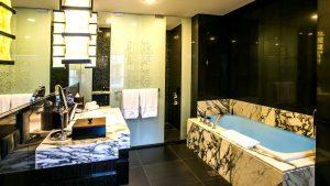 Bathroom   Lower Ground Studio Suite