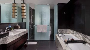 Bathroom | Deluxe Suite